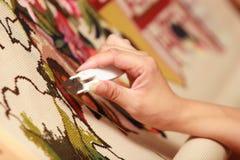 haftuje ręki kobiety Fotografia Stock