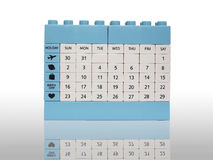 Haga calendarios el aislamiento del juguete del ladrillo en blanco con la sombra Imagen de archivo