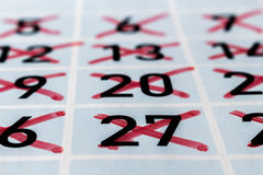 Haga calendarios la página de a más allá del mes con números del strikethrough Fotos de archivo libres de regalías