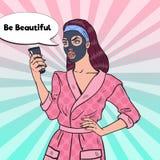 Haga estallar a Art Pretty Woman con la máscara negra en su cara Cuidado y belleza de piel Fotos de archivo