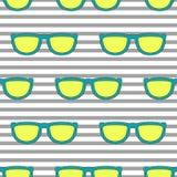 Haga estallar el modelo inconsútil retro de las gafas de sol en amarillo y azul de neón Imágenes de archivo libres de regalías
