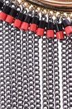 Haga fragmentos del collar con las cadenas en un fondo blanco fotos de archivo libres de regalías