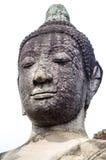 Haga frente al primer de la estatua de Buda en Wat Mahathat, un templo arruinado i Imagen de archivo libre de regalías