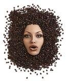 Haga frente al tiro de la muchacha sumergida en granos de café fotografía de archivo libre de regalías