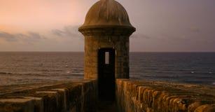 Haga fuego sobre la torre en la oscuridad Imagen de archivo libre de regalías