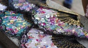 Haga la fan plegable hecha a mano de la mano a mano de la impresión floral de seda Fotografía de archivo libre de regalías