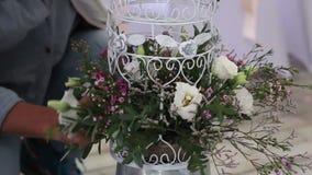 Haga las flores para el día de boda almacen de video