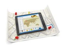 Haga tabletas la PC con un mapa de sitio y una mañana Foto de archivo libre de regalías