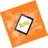 Haga tabletas la PC o el teléfono elegante en la pantalla táctil digital del negocio, mapa del mundo, concepto 2016 de la Feliz A Imagen de archivo