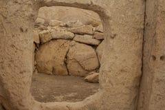 Hagar Qim Temple | Fönster spela golfboll i hål sten arkivbilder
