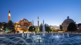 Hagia索非亚在晚上在伊斯坦布尔市,土耳其全景视图  库存图片