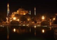 Hagia索非亚在晚上在伊斯坦布尔,土耳其(与在光的星efect) -做由4个垂直的图象 库存图片