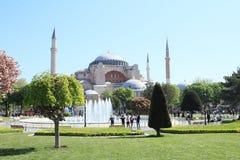 Hagia Sófia e parque de Sultanahmed Arkeolojik em Istambul Imagem de Stock Royalty Free