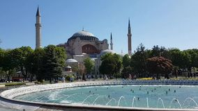 Hagia Sofia en het Park van Sultanahmed Arkeolojik in Istanboel stock video