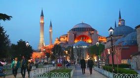 Hagia Sophia con i turisti stock footage