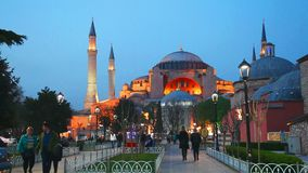 Hagia Sophia met toeristen stock footage