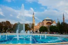 Hagia Sophia och springbrunnen på den Sultanahmet fyrkanten Kristen patriark- basilika, imperialistisk moské och nu ett museum Is arkivbilder