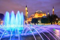 Hagia Sophia som är upplyst på aftonen, Istanbul, Turkiet Fotografering för Bildbyråer
