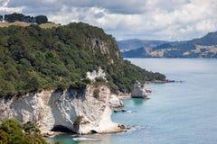 HAHEI, NUEVA ZELANDA - 9 DE FEBRERO: Playa de la ensenada de la catedral cerca de Hahe Fotos de archivo libres de regalías