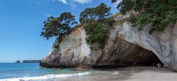 HAHEI, NUEVA ZELANDA - 9 DE FEBRERO: Playa de la ensenada de la catedral cerca de Hahe Imagen de archivo libre de regalías