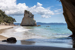HAHEI, NUEVA ZELANDA - 9 DE FEBRERO: Playa de la ensenada de la catedral cerca de Hahe Fotografía de archivo