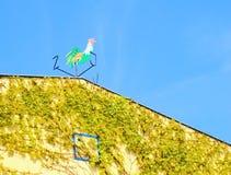 Hahn auf dem Dach Lizenzfreie Stockfotos