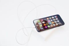 Hai, Ουκρανία - 28 Φεβρουαρίου 2017: Apple Iphone 7 που χρεώνεται από το Χ Στοκ Φωτογραφίες