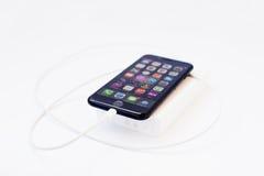 Hai, Ουκρανία - 28 Φεβρουαρίου 2017: Apple Iphone 7 που χρεώνεται από το Χ Στοκ Φωτογραφία