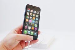 Hai, Ουκρανία - 28 Φεβρουαρίου 2017: Apple Iphone 7 προσιτή δαπάνη Στοκ φωτογραφίες με δικαίωμα ελεύθερης χρήσης