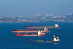 Hai kai minerales del carguero de graneles, dragón del gemelo del carguero de graneles, petrolero Vladimir Vysotsky y estrella po Fotos de archivo libres de regalías