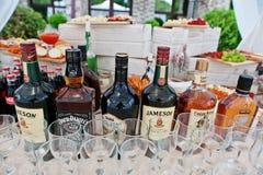 Hai, Ucraina - 25 ottobre 2016: Grandi bottiglie differenti del alco Fotografie Stock