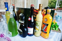 Hai, Ucrania - 25 de octubre de 2016: Diversas botellas de alcohólico Foto de archivo libre de regalías