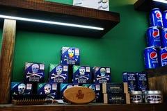 Hai, Ukraine - 8. November 2017: Pepsi-Dosen, Bluebeard-Rache Stockbild