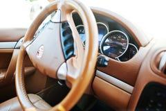 Hai, Ukraine - 20. Oktober 2016: Rad-Luxusauto Porsche Cayennes steeering Stockfoto