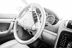 Hai, Ukraine - 20. Oktober 2016: Steeering Rad Porsche Cayennes Lizenzfreies Stockbild