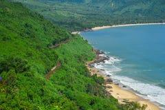 Hai Van Pass met mooi strand royalty-vrije stock foto's