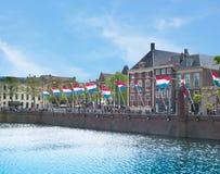 Haia, bandeiras da Holanda sobre as águas Imagens de Stock