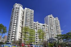 Haicang-Wohngebäude unter blauem Himmel, luftgetrockneter Ziegelstein rgb Stockfoto