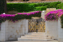 Haifa Bahai cultiva un huerto puerta del metal Imagenes de archivo