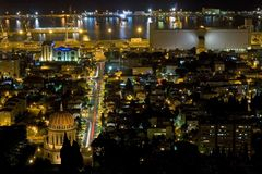 Haifa bij nacht Stock Fotografie