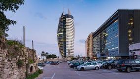 Haifa Financial District Day al lapso de la noche metrajes