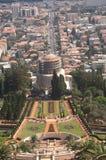 Haifa Israel august 16 2009 gravvalvet av Baben, som sett uppifrån av de Bahai trädgårdarna arkivbilder