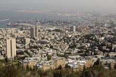 HAIFA, ISRAEL - 23 DE DICIEMBRE DE 2016: Visión panorámica desde el monte Carmelo Foto de archivo