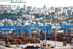 Haifa, Israel - 19 de maio - porto de Haifa, zona industrial, 2013 Imagens de Stock Royalty Free
