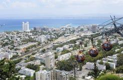 Haifa Israel May 14, 2013: Sikt från Mount Carmel på Haifaen och Haifa Bay Arkivbilder