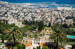 Haifa - Panorama met de Tuinen van Bahai ` en de Haven Stock Fotografie