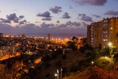 Haifa pejzaż miejski przy zmierzchem Zdjęcie Royalty Free