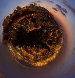 Haifa stad, planet för flyg- panorama för nattsikt liten Royaltyfri Bild