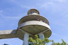 Haifisch-Tal-Aussichtsturm in den Sumpfgebieten lizenzfreie stockfotografie