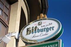 Haiger Hesse, Germany,/- 17 11 18: bitburger podpisuje wewnątrz haiger Germany zdjęcie royalty free